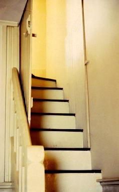 004033stairstomyroom02