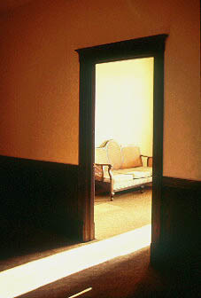 006601couchanddoor